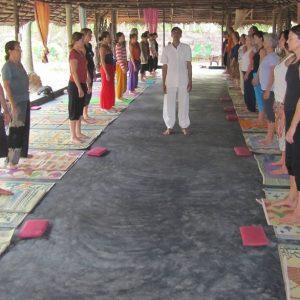 Yoga en inglés con profesor de la india